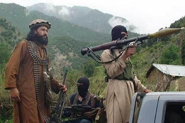 पाकिस्तान से 300 आतंकी भारत में घुसपैठ की फिराक में : सेना
