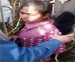 दबंगों ने सरेआम युवती के साथ की छेड़छाड़, वीडियो वायरल