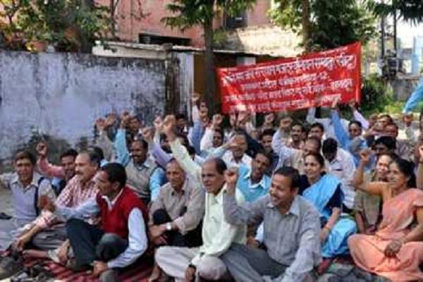 पेयजल कर्मियों ने सरकार को दी चेतावनी, मांगे पूरी ना होने पर फिर करेंगे हड़ताल