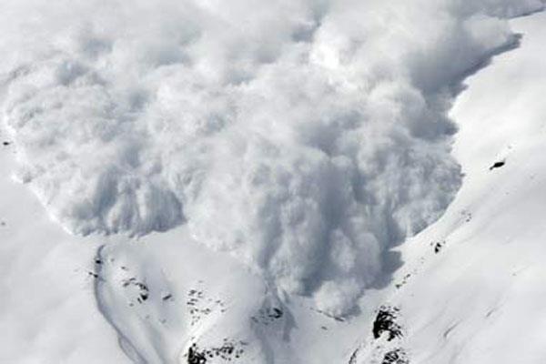 जम्मू कश्मीर के कुछ क्षेत्रों में हिमस्खलन की चेतावनी, लोगों को एहतियात बरतने की सलाह