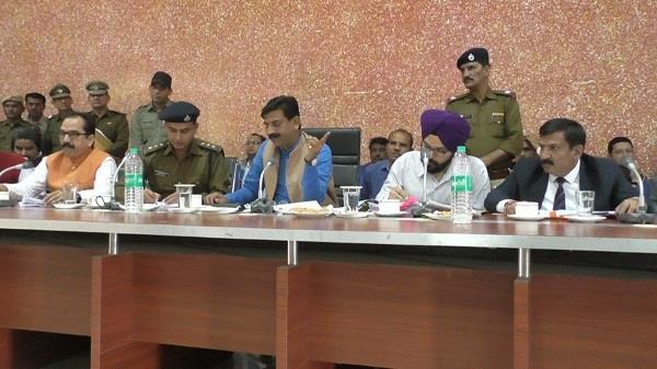 कष्ट निवारण समिति की बैठक में कृष्ण बेदी ने थाना प्रभारी को किया सस्पेंड