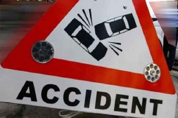 बुलेट मोटरसाइकिल और कार की टक्कर, 1 व्यक्ति गंभीर घायल
