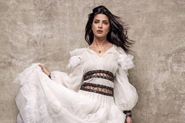 प्रियंका चोपड़ा ने असम टूरिज्म के कैलेंडर में पहनी शॉट ड्रेस, भड़की कांग्रेस