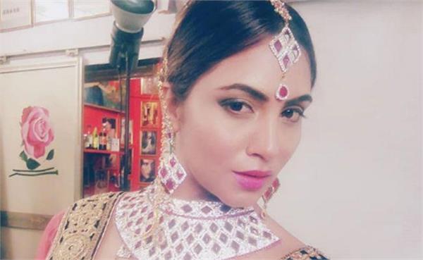 bigg boss arshi khan bridal look goes viral slide3