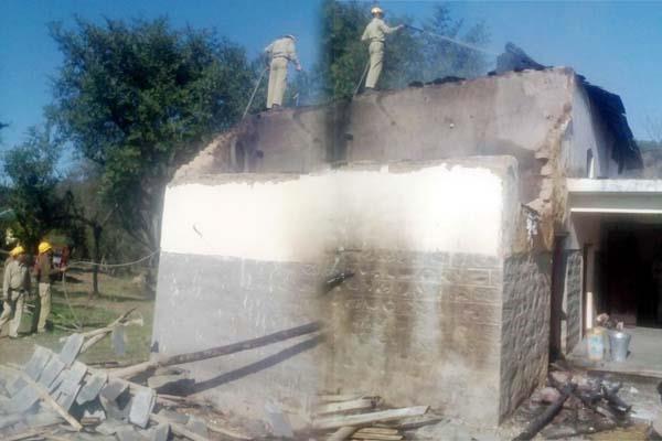 भीषण अग्निकांड में मकान व गौशाला जले, लाखों की संपत्ति राख