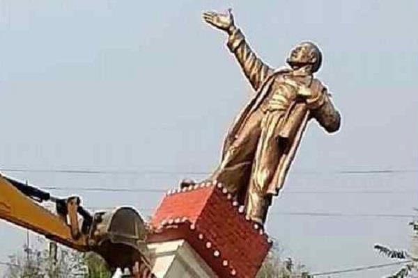 मूर्तियां तोड़ने वाले भारत के गौरव को ठेस पहुंचा रहे हैं