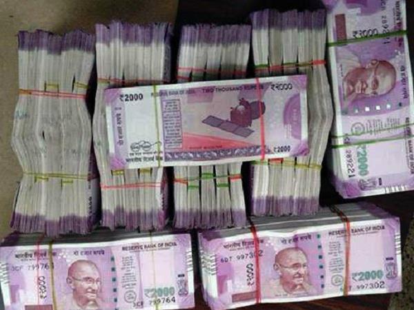 कुलगाम में हथियारबंद डकैतों ने बैंक से लूटे 6 लाख रुपए