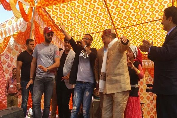 आंचलिक गीतों पर थिरके क्रिकेटर युवराज सिंह