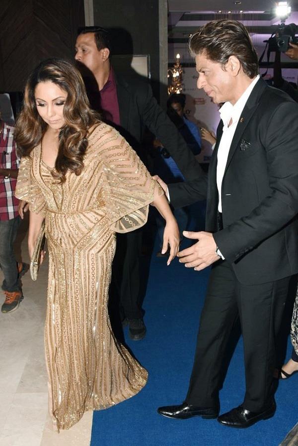 HHOF18: शाहरुख-गौरी हाथ में हाथ डालें आए नजर, वहीं दीपिका का दिखा ड्रॉमेटिक लुक