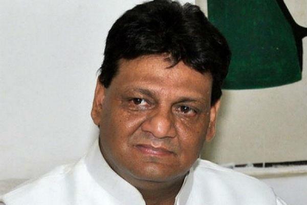 कांग्रेस अध्यक्ष का आरोपः भभुआ में 137 ईवीएम खराब, डीएम ने दी सफाई