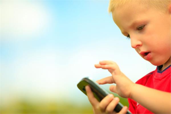 बच्चे ने मां के आईफोन के साथ किया कुछ एेसा, 47 साल के लिए हो गया लॉक