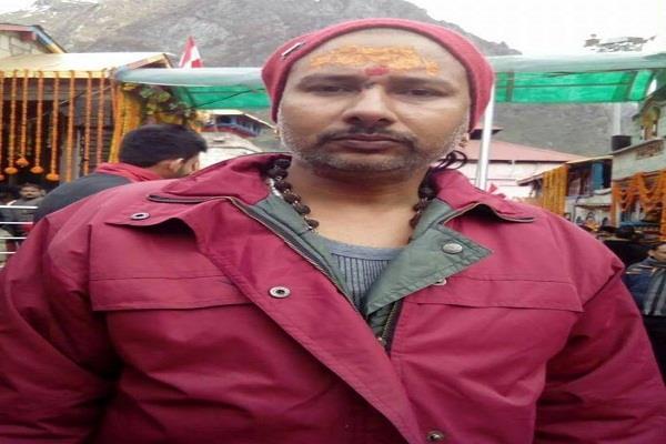 रंजिश के चलते दंपत्ति पर फायरिंग से पति की मौत, गुस्साए ग्रामीणों ने लगाया जाम