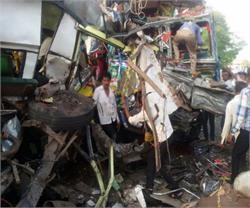बाराबंकी: ट्रक और डंपर की जोरदार टक्कर, 5 की दर्दनाक मौत
