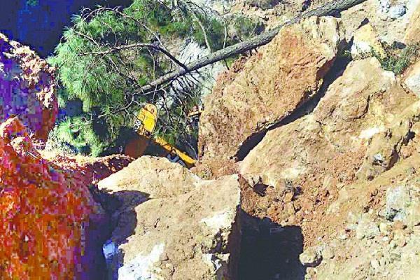 उत्तराखंड: अल्मोड़ा में बस खाई में गिरने से 13 लोगों की दर्दनाक मौत, कई घायल