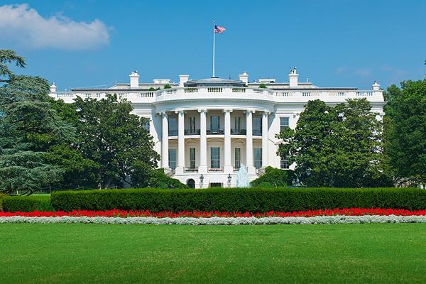 'स्कूल कर्मचारियों को हथियारों से सशक्त बनाने में मदद करेगा व्हाइट हाउस'