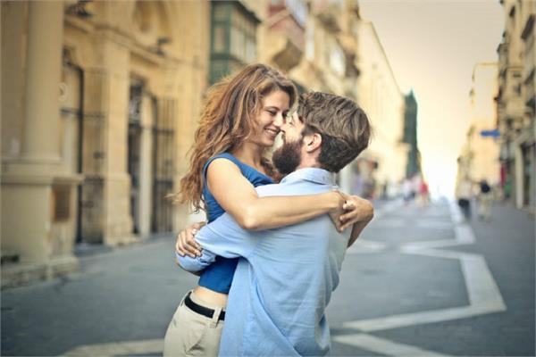 आंखों से पहचानिए कितनी रोमांटिक है आपकी गर्लफ्रैंड