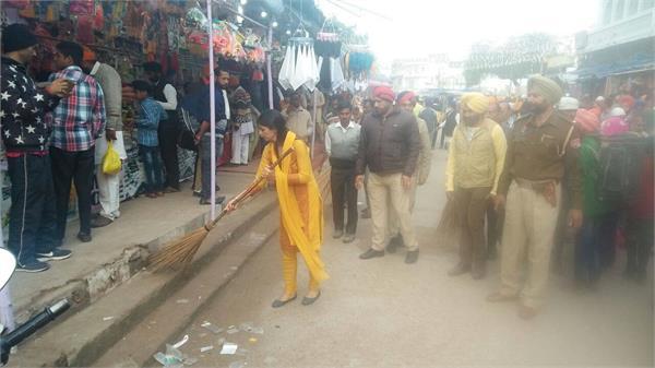 होले मोहल्ले का समापनः सफाई अभियान में जुटी श्री आनंदपुर साहिब की डी.सी.