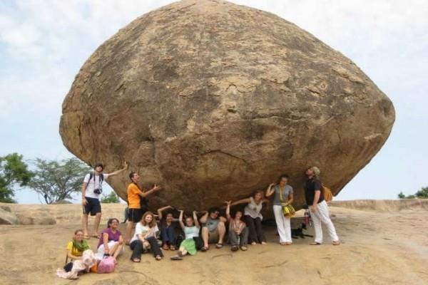 250 टन का यह पत्थर 1200 साल से बिना किसी सहारे के है खड़ा, जानें कैसे