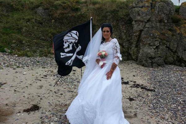 300 साल पुराने भूत से महिला ने की शादी, ऐसा है इनकी लवस्टोरी