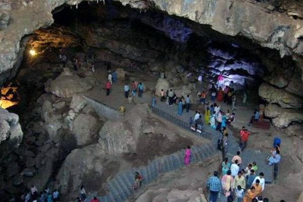 पाताल भुवनेश्वर गुफा: 33 कोटि देवी-देवता यहां करने आते हैं भगवान शिव के दर्शन
