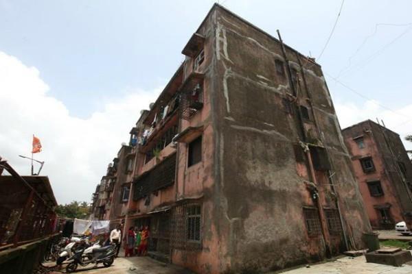 7 मंजिला 'चायना' पर चला BMC का हथौड़ा
