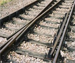 उन्नाव में रेलवे ट्रैक पर लोहे के गाडर मिलने से हडकंप, बड़ी अनहोनी टली