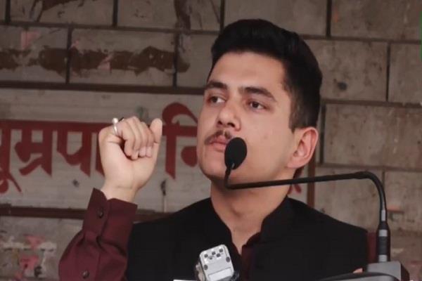 अभिषेक राणा ने PM मोदी से पूछे सवाल, क्या अब पढ़े-लिखे युवा पकौड़े तलना शुरू करें ?