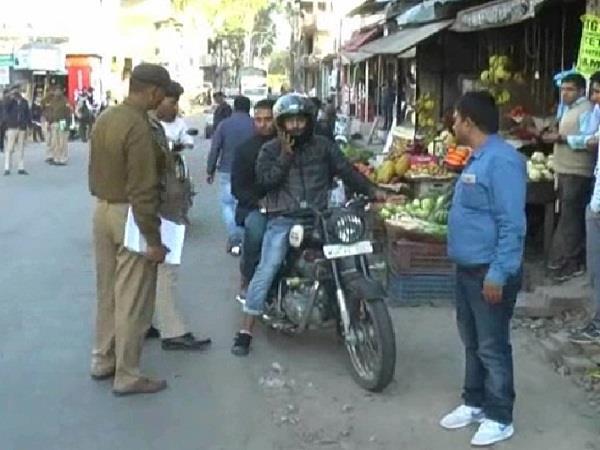 पुलिस ने यातायात नियमों की अवहेलना करने वालों पर कसा शिंकजा