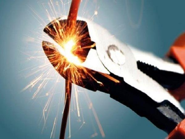 बिजली बिलों को लेकर उपभोक्ताअों पर गिरी गाज