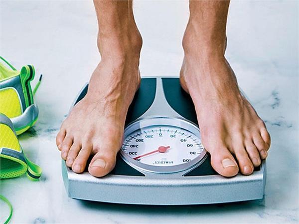 उम्र के हिसाब से जानें कितना होना चाहिए लड़के और लड़की का वजन