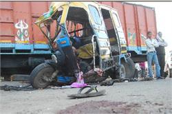 प्रतापगढ़ में ट्रक-टैम्पों की भिड़न्त में 9 मरे, 6 घायल