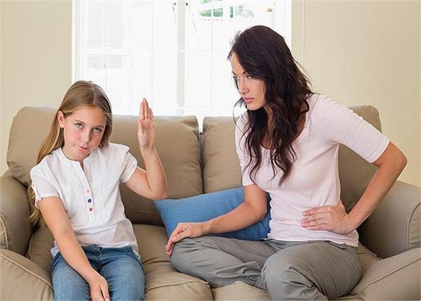 बच्चे के जिद्दी व्यवहार को एेसे सुधारें पैरेंट्स