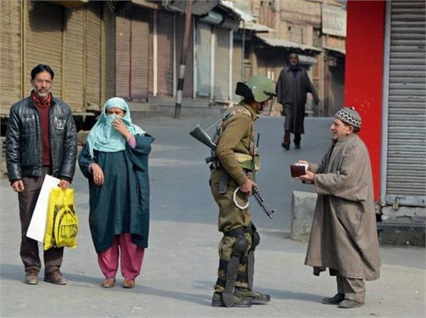 श्रीनगर में पाबंदियां हटायी गयीं