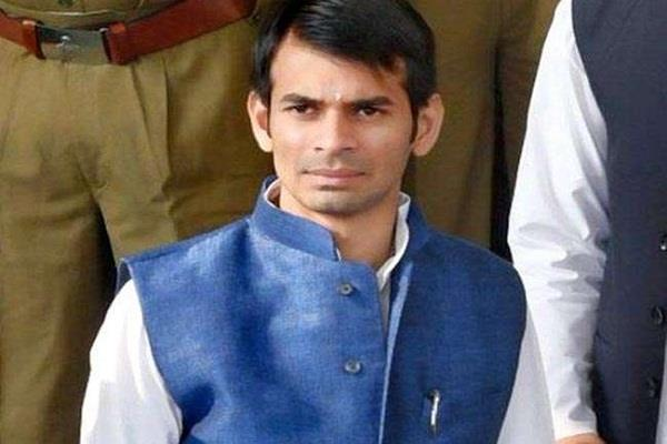 बिहार उपचुनाव की मतगणना: लालू के बड़े बेटे ने साधा मुख्यमंत्री पर निशाना