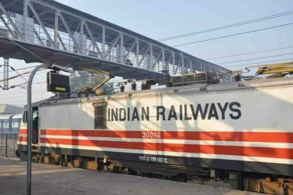 तेजाब पीड़ित व बौनों को भी मिलेगी रेलवे में नौकरी