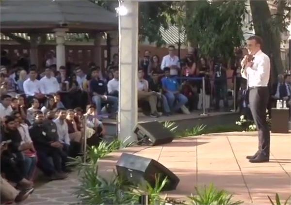 बिकानेर हाऊस में फ्रांस के राष्ट्रपति मैक्रों ने की बच्चों से की मुलाकात