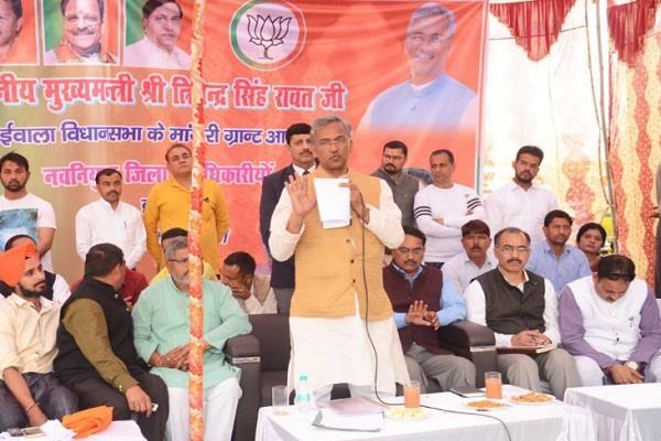 CM ने डोईवाला में किया जनता दरबार का आयोजन, ग्रामीणों की सुनी समस्याएं