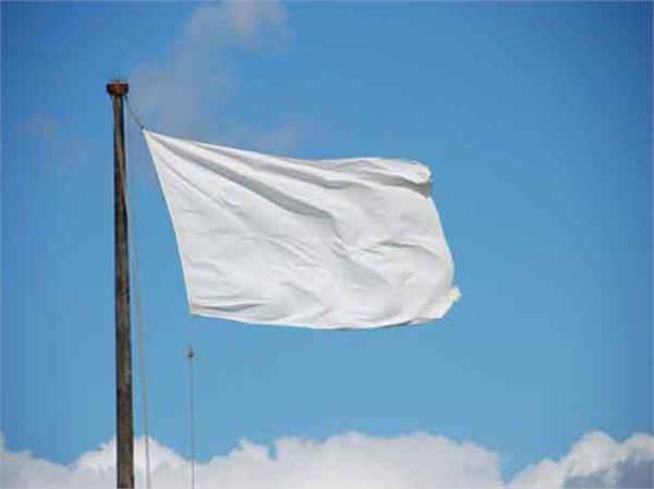 अब सीमा के उस पार से मिल रहे हैं शांति के सन्देश, घरों के ऊपर लगा रखे हैं सफेद झंडे