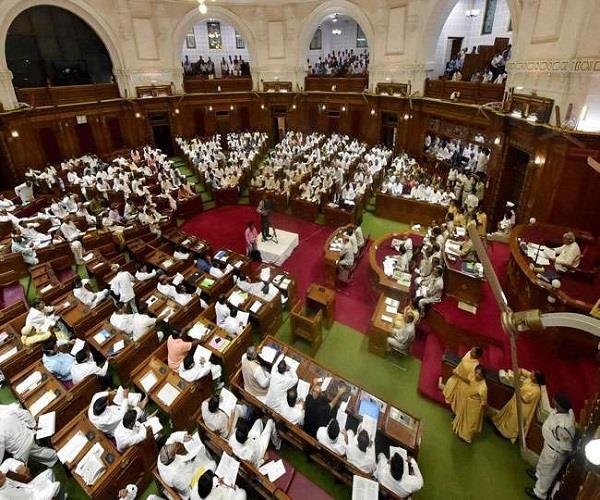 UP विधानसभा में विपक्ष ने उठाया मुद्दा, ज्यादा बच्चे पैदा करने वालों का बंद करें राशन पानी