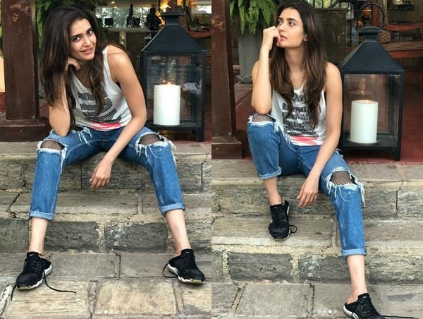 karishma tanna looks gorgeous in latest pictures