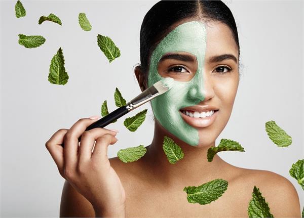 चेहरे से लेकर बालों तक की प्रॉब्लम को दूर करता है पुदीना, यूं करें इस्तेमाल
