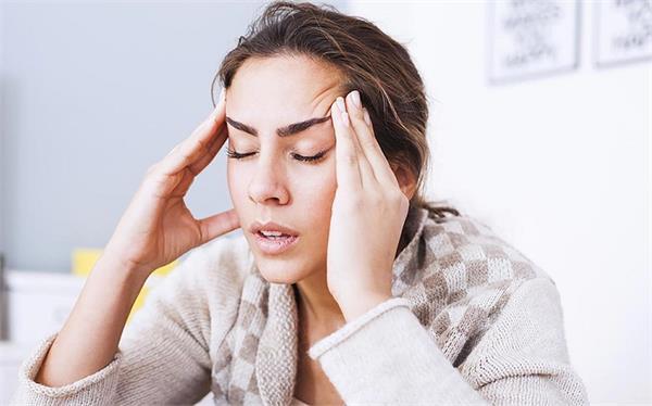 सिर दर्द ने कर दिया है बेहाल तो ये नुस्खे आएंगे आपके काम