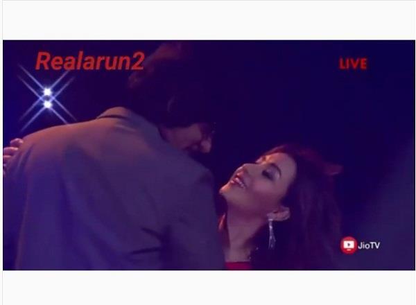 सुनील ग्रोवर और शिल्पा शिंदे का रोमांटिक डांस वीडियो हो रहा हैं वायरल