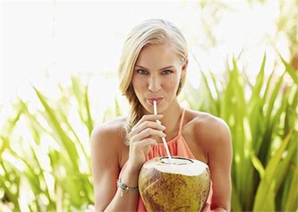 सेहत के लिए फायदेमंद है नारियल पानी, जानिए इसे पीने का सही समय और तरीका