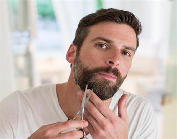 सफेद दाढ़ी-मूंछ को कुछ ही दिनों में काला कर देंगे ये उपाय