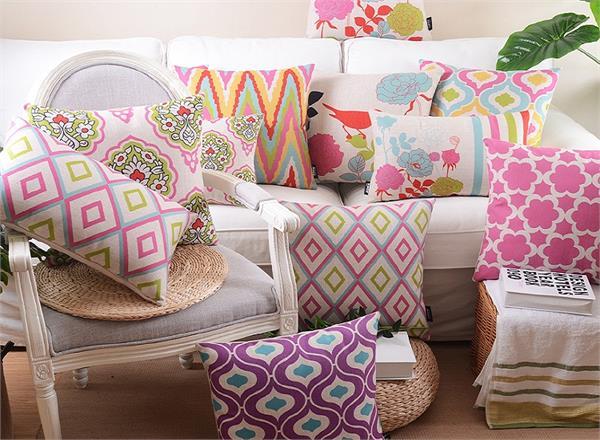 सोफा सेट हो या बैड, इस तरह के Pillow से सजाएं अपना घर
