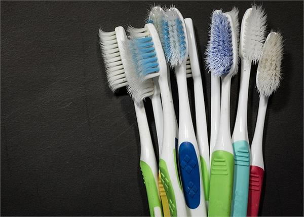 पुराने टूथब्रश को फेंके नहीं घर के कामों में ऐसे करे इस्तेमाल