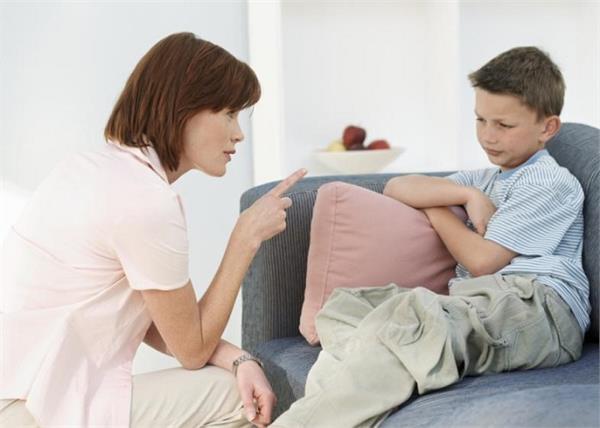 आपका बच्चा भी नहीं सुनता एक आवाज में बात तो अपनाएं ये तरीके
