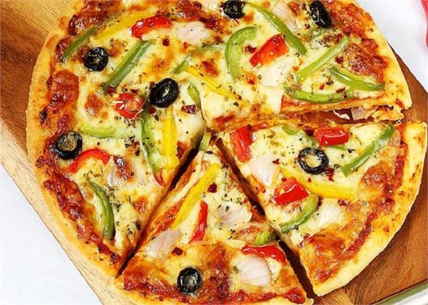 नॉनस्टीक तवे पर बनाएं स्पाइसी Pizza