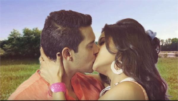 monalisa locked lips with udit narayans son aditya narayan